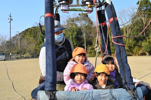 熱気球体験 笑顔の女の子たち
