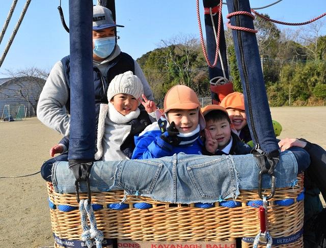 熱気球体験 笑顔の園児たち